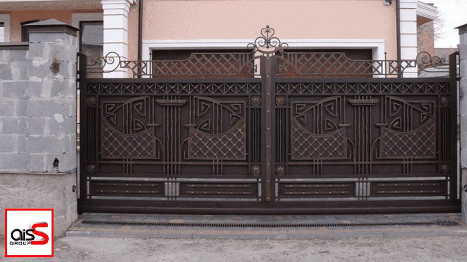 Автоматические откатные ворота в Запорожье пользуются большой популярностью, так как они характеризуются автономной работой. Вне зависимости от погоды, створка плавно и бесшумно отъезжает в сторону.