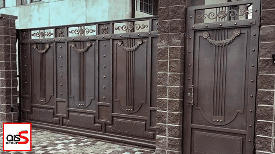 На фото представлены откатные ворота — это самый популярный тип уличных (въездных) ворот, который занял почетное место как в частном домостроении, так и в промышленности.