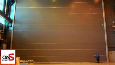 Фото ангарных ворот на складе