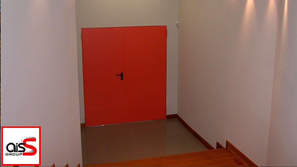 На фото Противопожарные двери