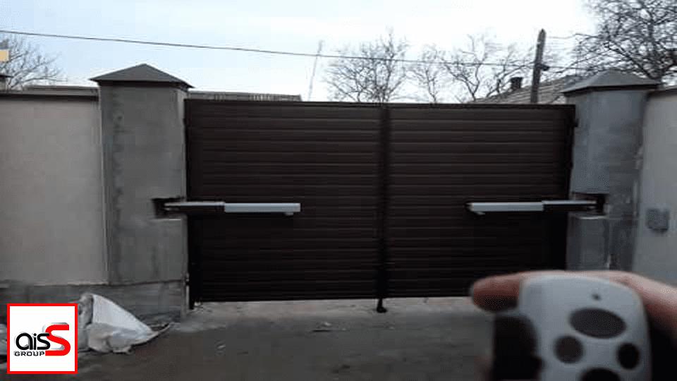 С Аисс Групп Вы получаете возможность купить ворота распашные, как на фото , оформить их по своему усмотрению и открывать в дистанционном режиме.