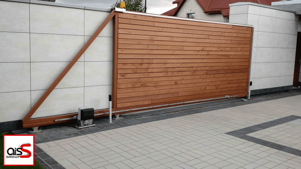 Эксплуатация откатных ворот своими руками зависит от качества используемых при производстве материалов